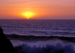 Sunset_and_waves.jpg
