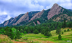 Boulder_Flatirons_with_Trees_CO_5482rw.jpg