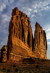 Courthouse_Rock_Arches.jpg