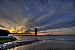 Humber_Bridge_HDR.jpg