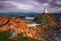 Lighthouse-on-Anglesey-IIc.jpg