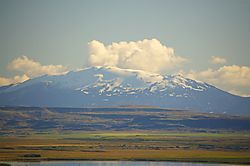 Scene_from_the_Golden_Circle-Mt_Hekla2.jpg
