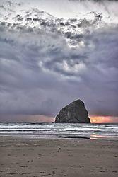 Web-Kiwanda-Rock-Lincoln-City-Oregon.jpg