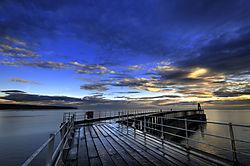 Whitby_West_Pier_at_Sunrise.jpg