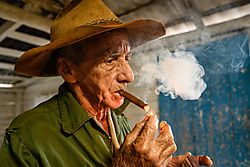 first_cigar_of_the_day_in_Cuba-3085.jpg