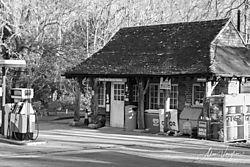 Old_petrol_station.jpg