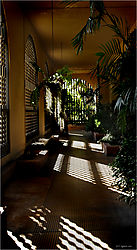 Sunlight_in_portico.jpg