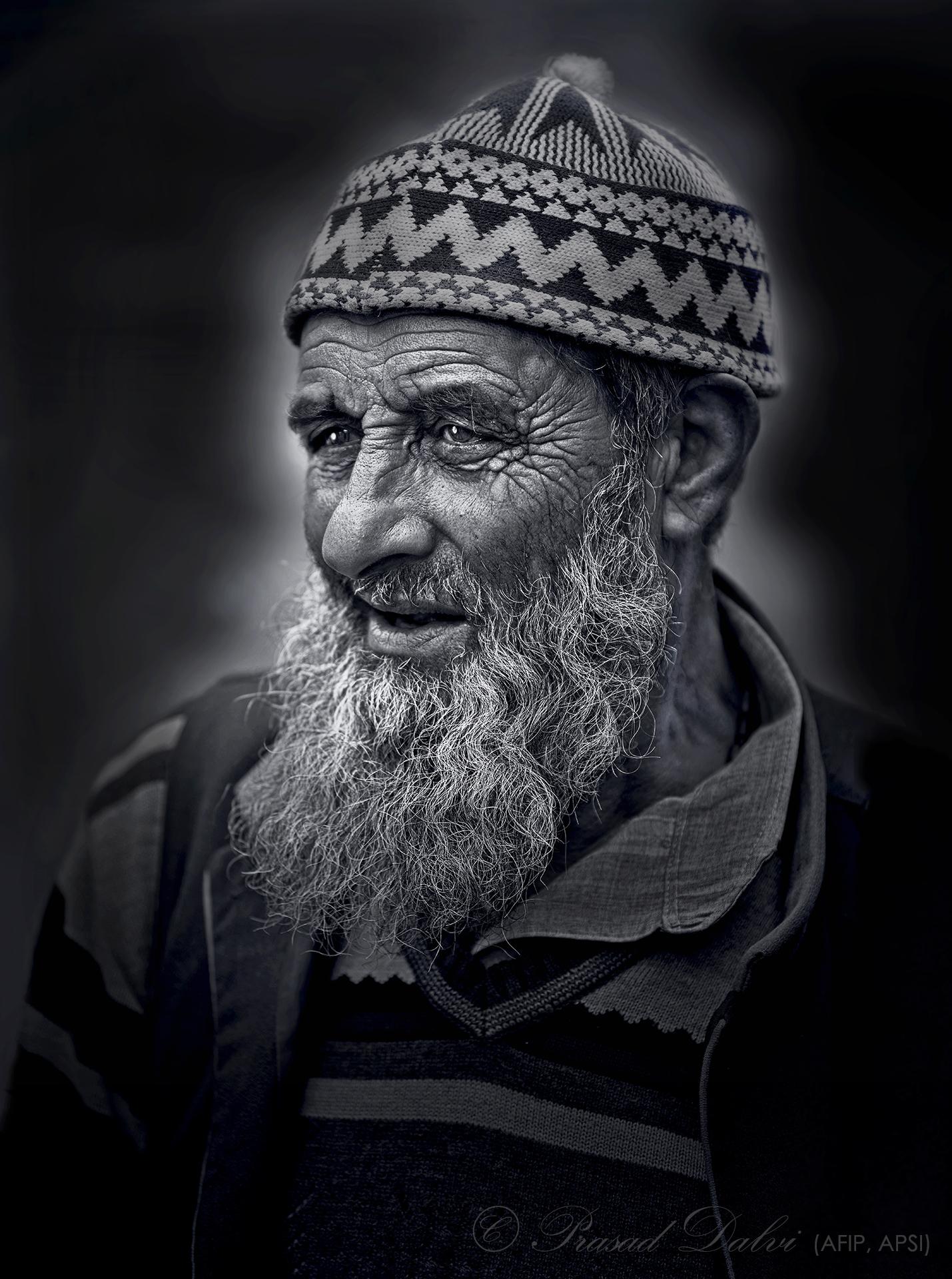 Old_man_from_Gurez