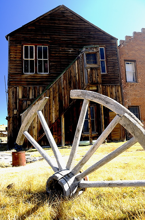 Bodie_Behind_The_Hall