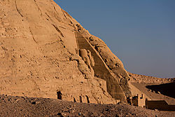 Abu_Simbel_Day_from_boat.jpg