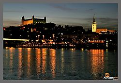 Bratislava-castle-at-night-2.jpg