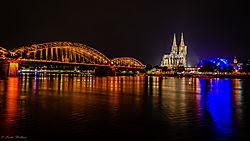 Cologne_at_night.jpg