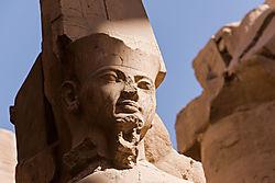 Karnak_detail_Ramses_III.jpg