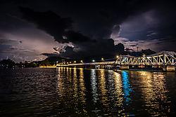 Lightning_over_old_Kampot_bridge_2808_.jpg