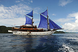 Raja_Ampat_sailboat.jpg