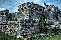 Tulum_-_Mayan_Ruins2.jpg