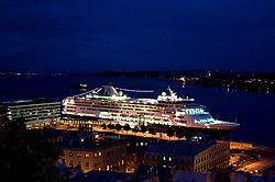 Vaca_2013K_0054_ms_Veendam_at_Night_in_Quebec_.jpg