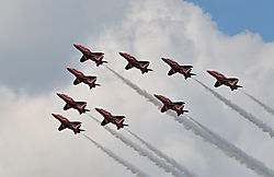 AJE-20090619-151516-1314_-_Red_Arrows_Formations.jpg