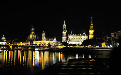 Approaching_Dresden_on_the_Elbe_River_DDD3099NC.jpg