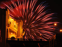Bridge_and_Fireworks_150.JPG