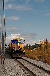 20090906_142651_Two_Trains_passing_in_the_day.jpg