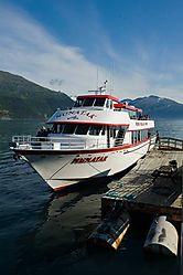 Nunatak-cruise-ship_3760-S.jpg