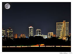 Ft_Worth_Nights_with_the_Moon_25_.jpg