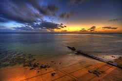 Sunset_over_Honolulu.jpg