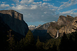 Yosemite_Valley_at_Sunset.jpg