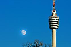 Fernsehturm_mit_Mond.jpg