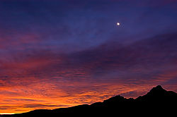 sunrise_over_chisos_range.jpg