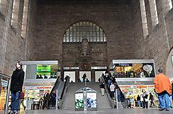 Bahnhof_Stuttgart_Eingangshalle.jpg