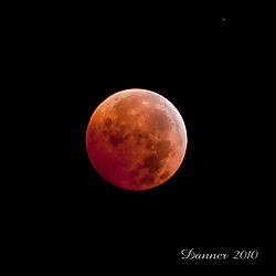 Lunar-Eclipse-Full-2010-small.jpg