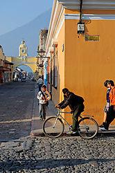 AJE-20110503-065953-0147_-_Busy_Corner_in_Antigua_Guatemala.jpg