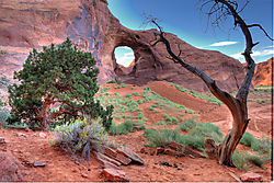 Hole_in_the_Wall_Monument_Valley.jpg