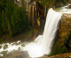 Vernal_Falls_from_above_11-5-281.jpg