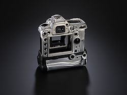 Nikon_d7000_mb_mgbody_2.jpg