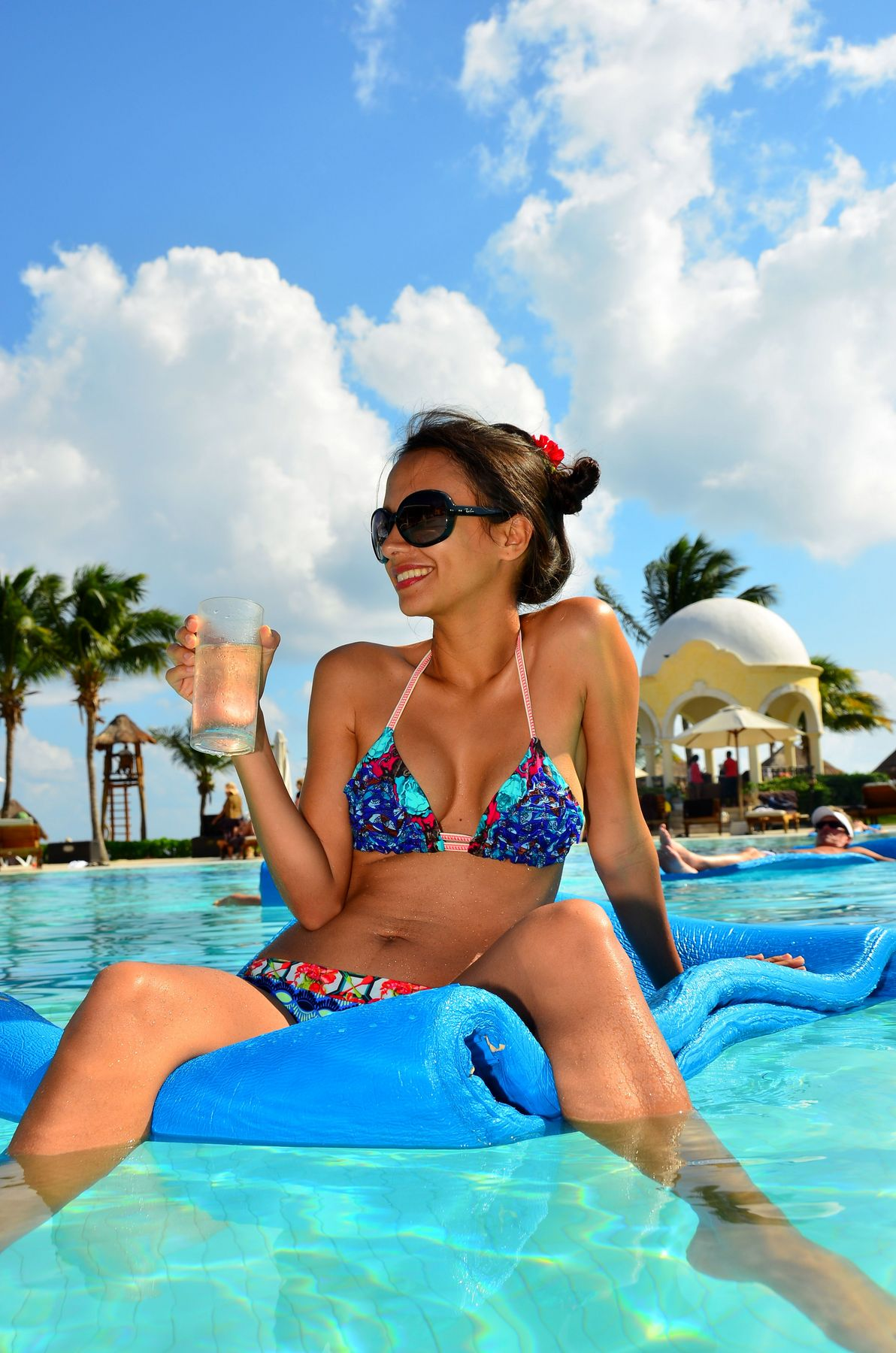 Yoanna_at_The_Pool