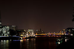 London_2013_Blick_von_Tower_Bridge.jpg