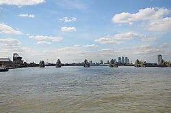 London_2013_Themse_Barriere_1.jpg