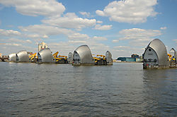 London_2013_Themse_Barriere_2.jpg