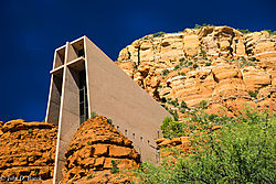 Chapel_of_the_Holy_Cross_--_Sedona_2.jpg