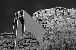 Chapel_of_the_Holy_Cross_--_Sedona_2b.jpg