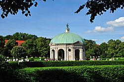 2011-06-12_Muenchen_Hofgarten_Dianatempel_0106.jpg