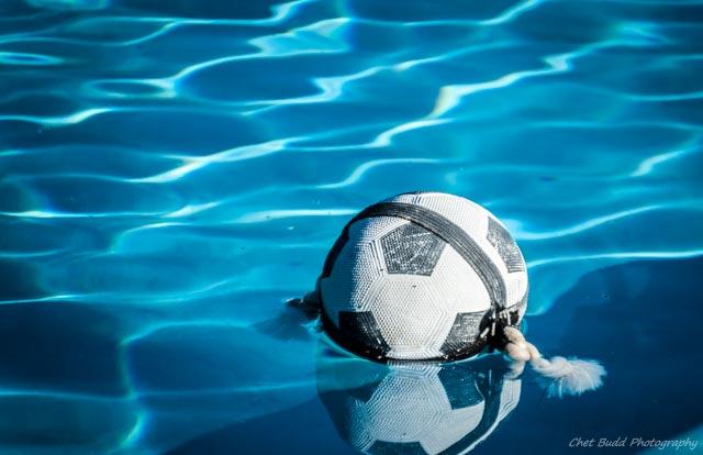 10_11_15_Ball_in_pool_001