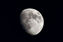 Waxing_Gibbous_Moon_4Oct14.jpg