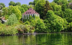 10_Starnberger_See_-_Schloss_Berg_K_nig_Ludwig_II.jpg