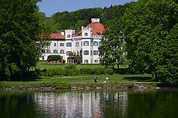 3_Starnberger_See_-_Schloss_Possenhofen_von_Kaiserin_Sissy_.jpg