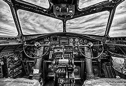 B-17_Cockpit.jpg