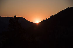 Sun_Coming_Up_at_RMNP_3525.jpg